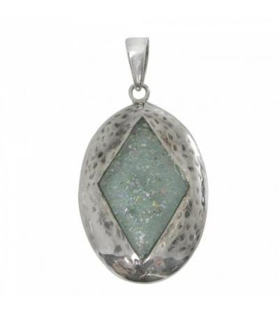 Subtle and outstanding Roman glass pendant